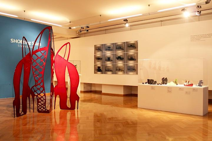 Installationsansicht SHOEting Stars, Klagenfurt 2015. photo: Erik Cox